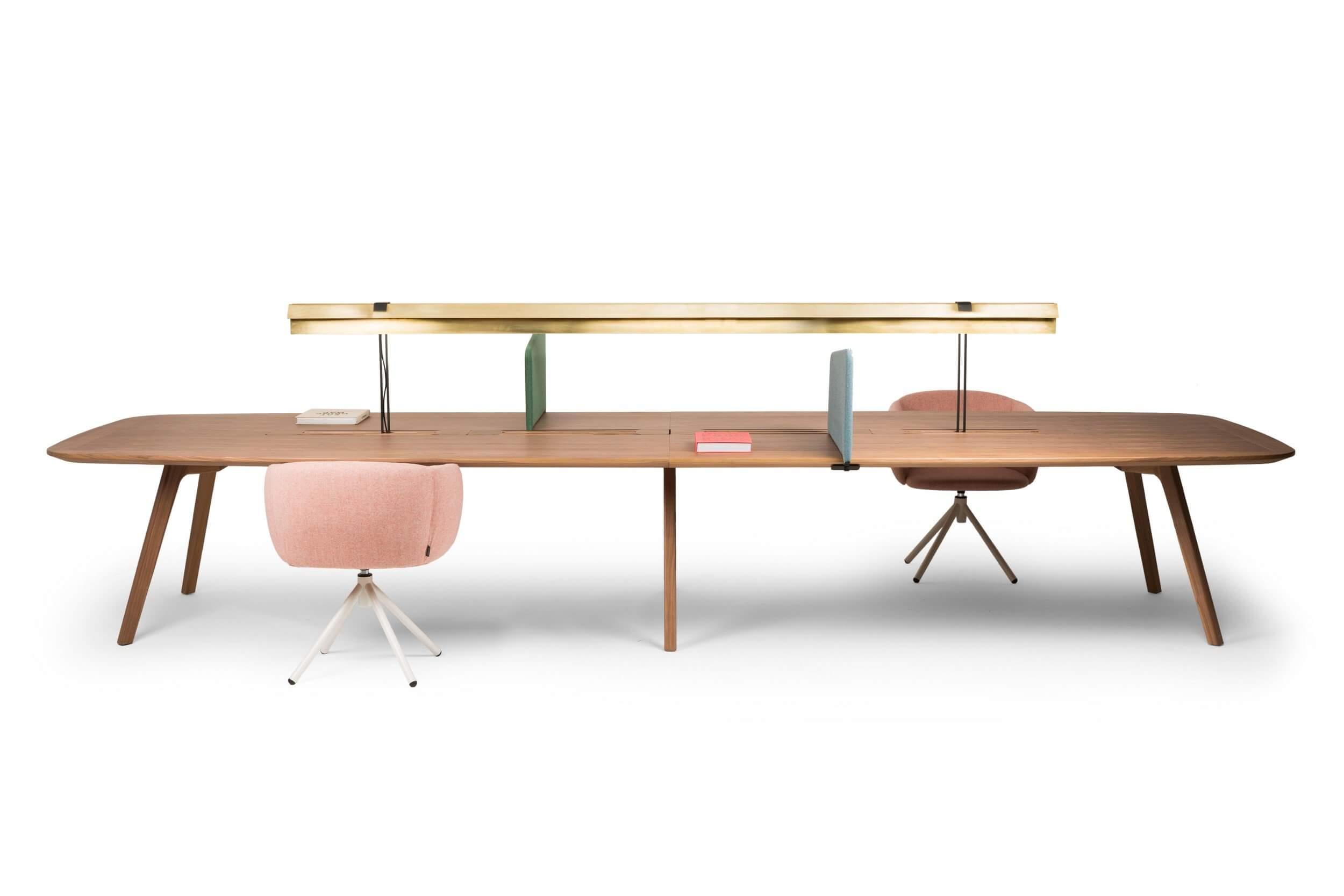 Table de réunion design finition noyer avec lampe de lecture