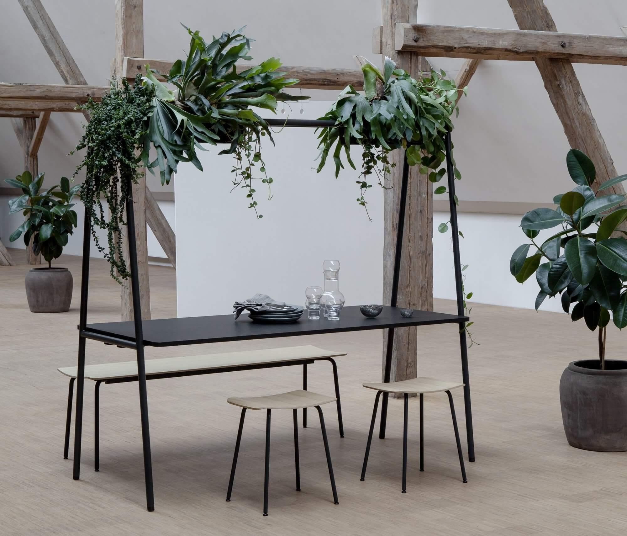 Mobilier de bureau avec jardinière de plantes ARCHE.
