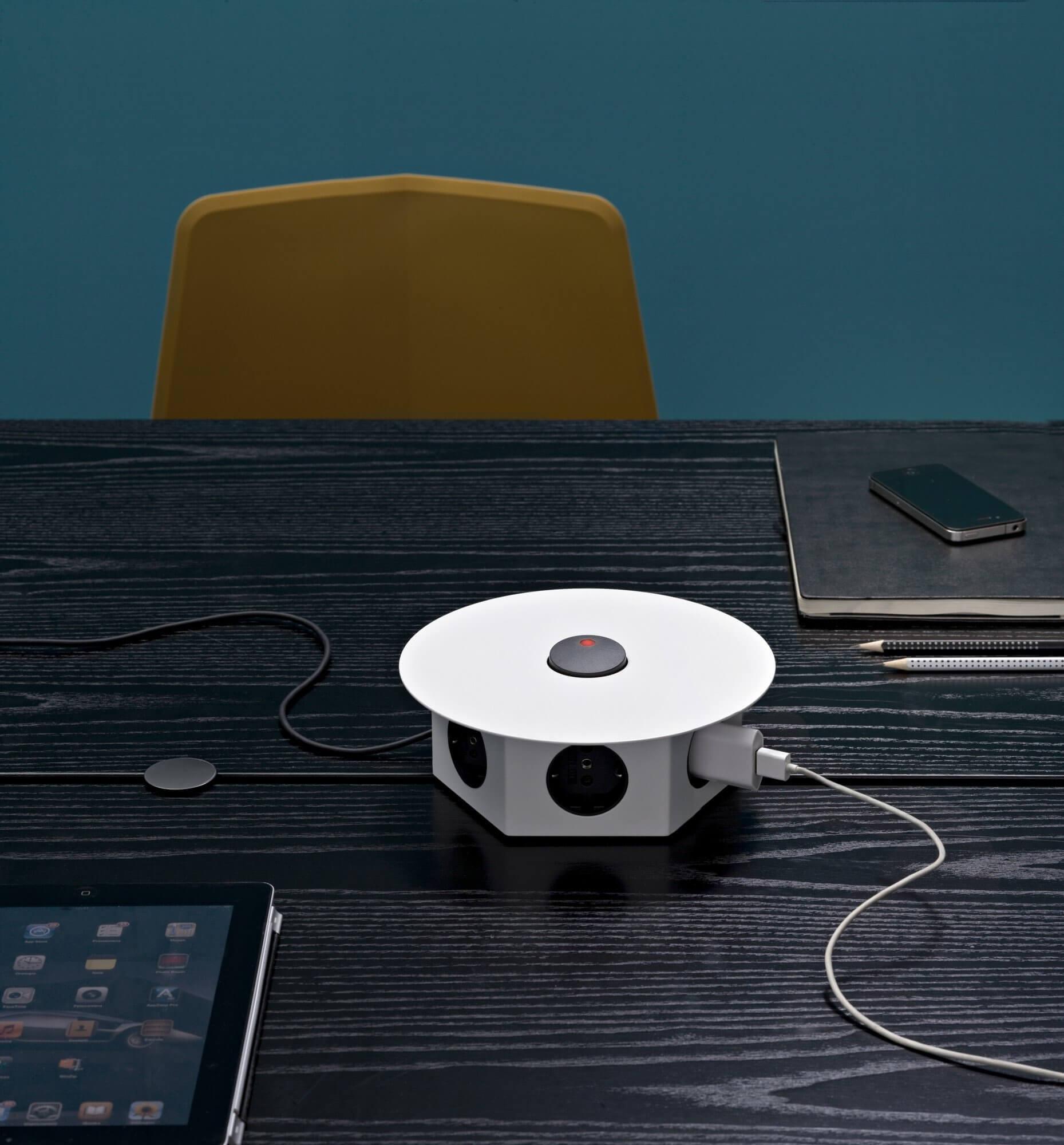 Table de réunion design avec prises
