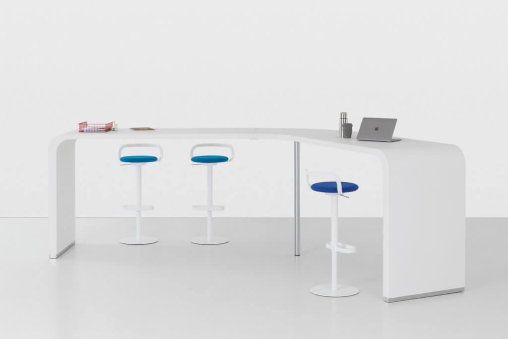 Table de réunion en coworking blanche et design