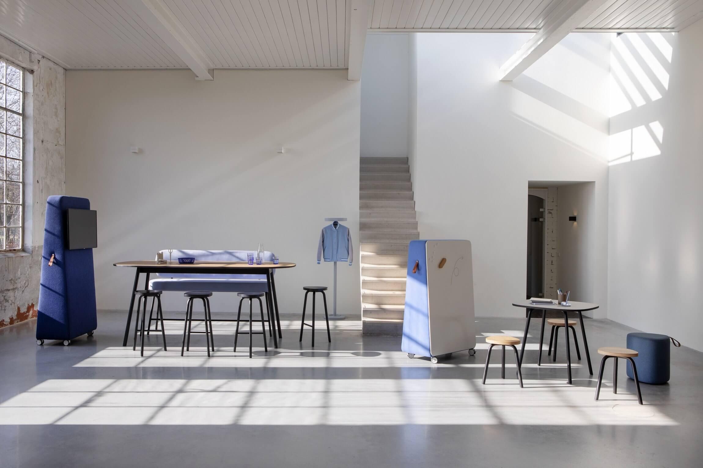 PULLY est une table de réunion ovale design pour les espaces de coworking.