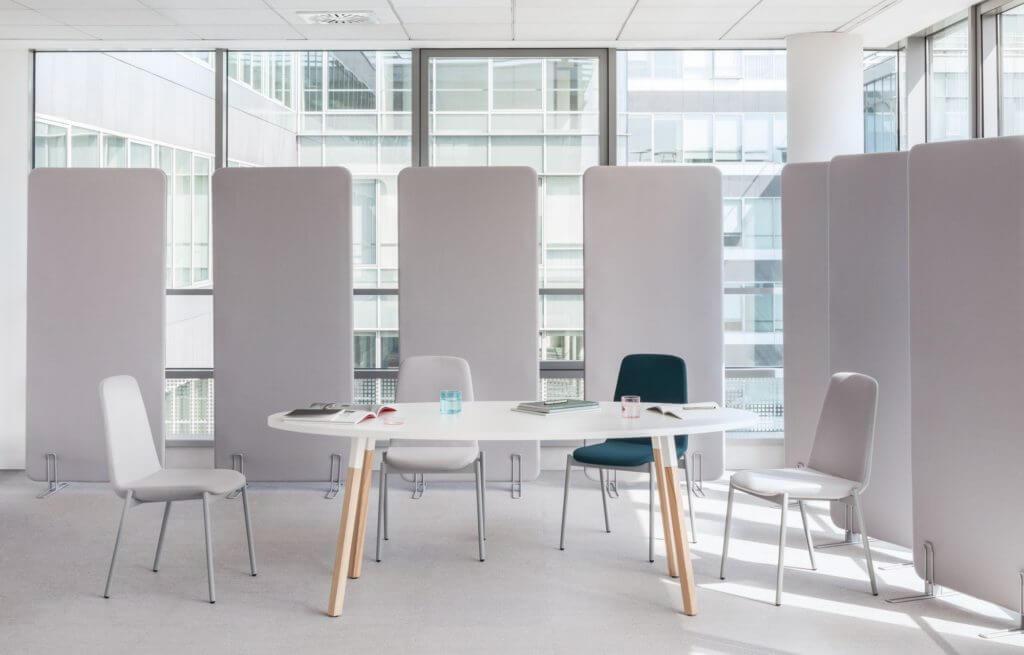 Table de réunion design piétement bois WANDER