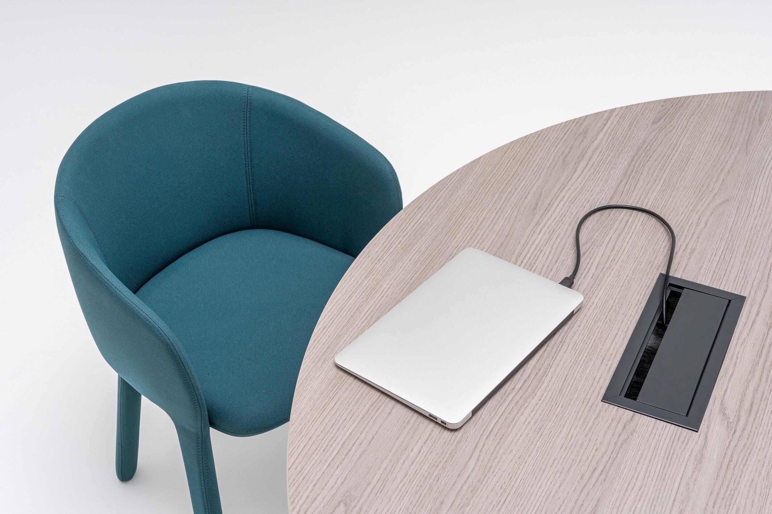 Table de réunion pliante avec prises SLIDE.