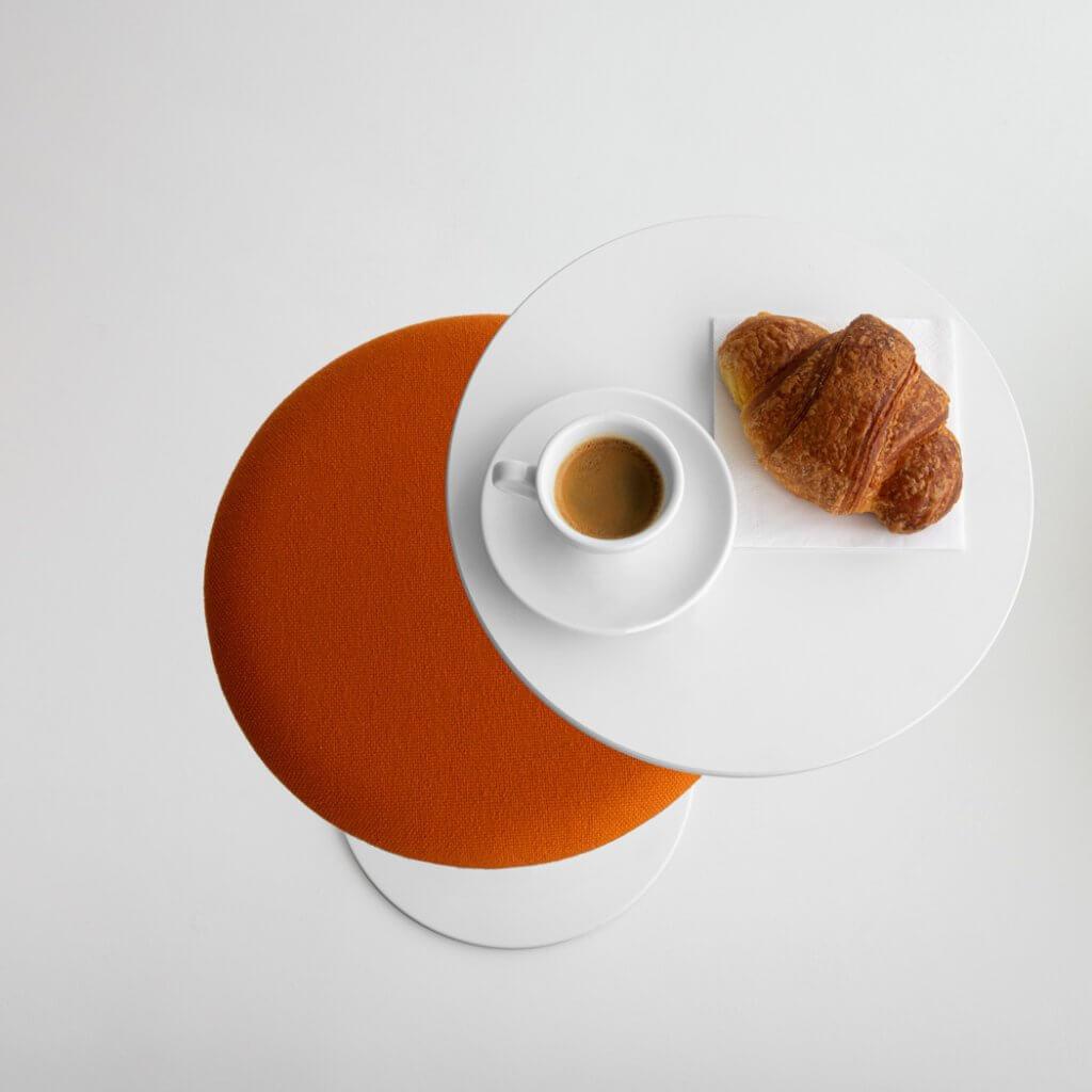 Tabouret de cafétéria avec tablette