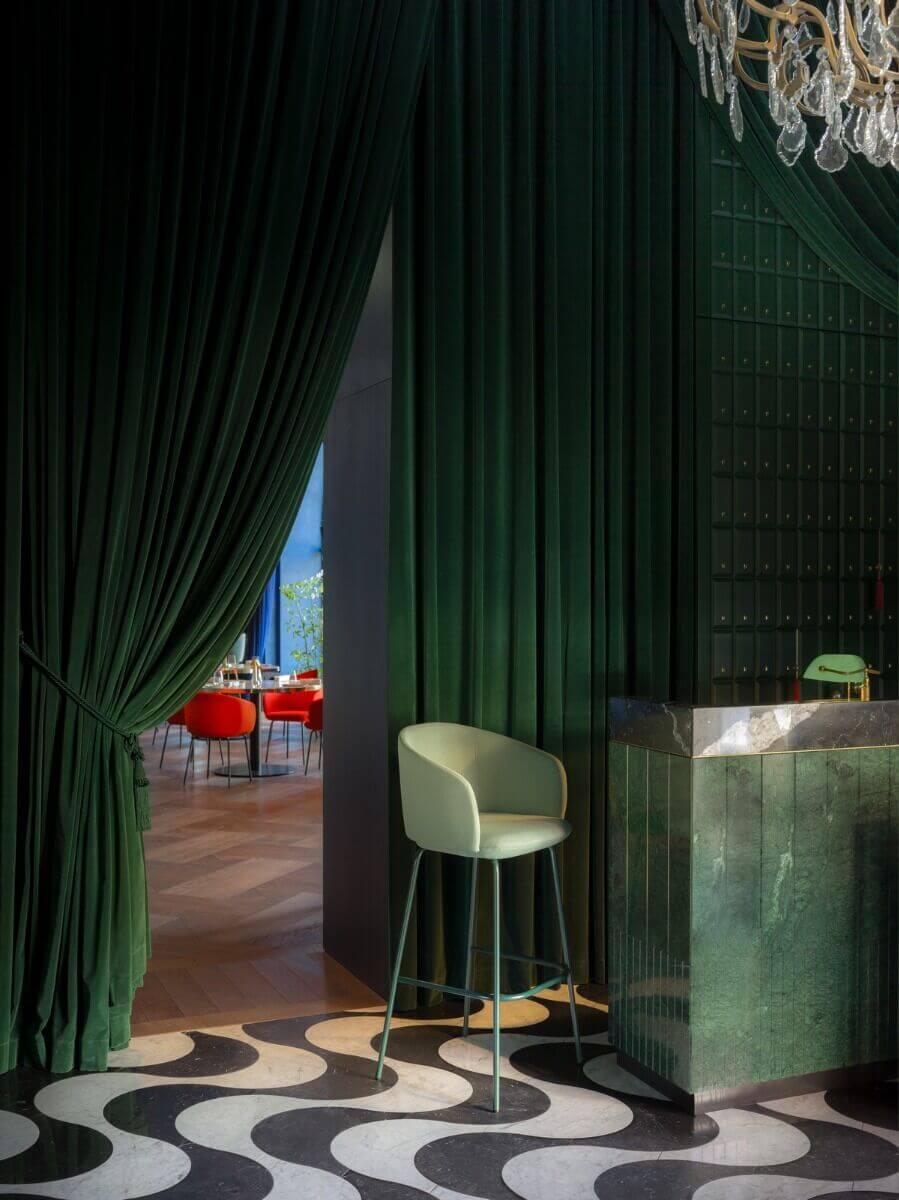 Chaise haute design pour restaurant GRACE