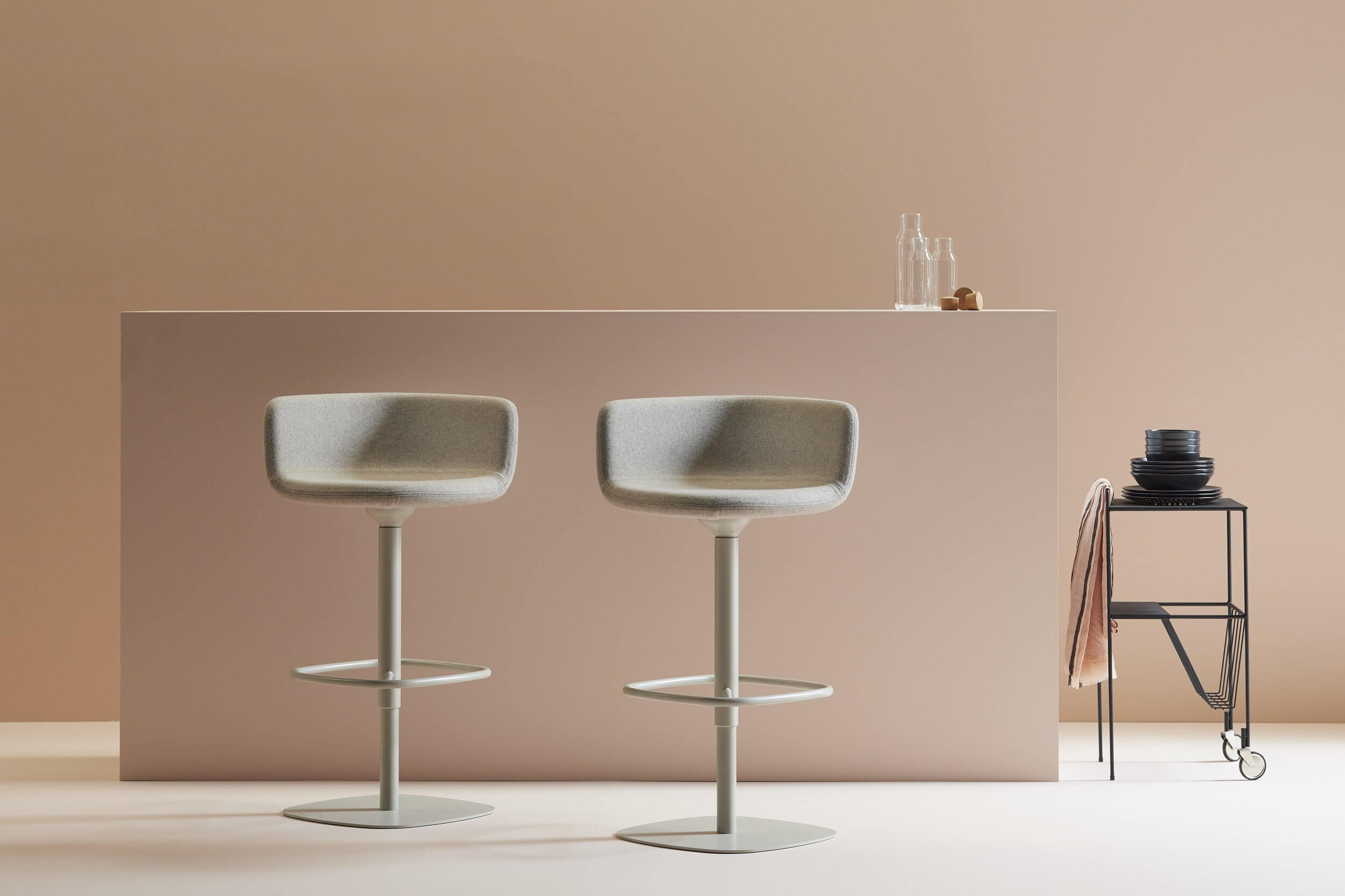 Chaise de bar design pivotante XK